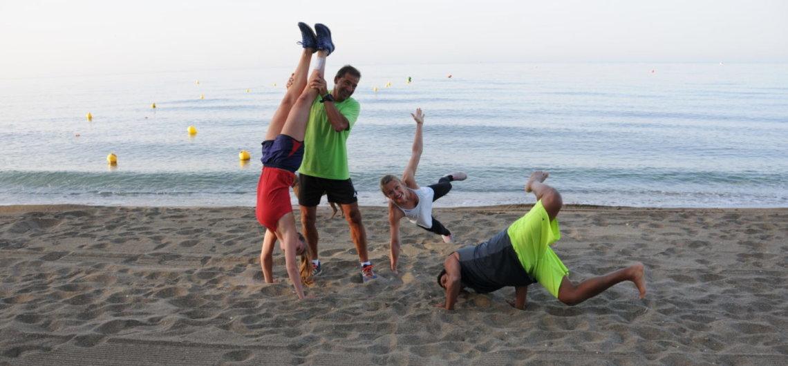Sport und Spaß bei den Reisen mit mimind am Strand von Marbella