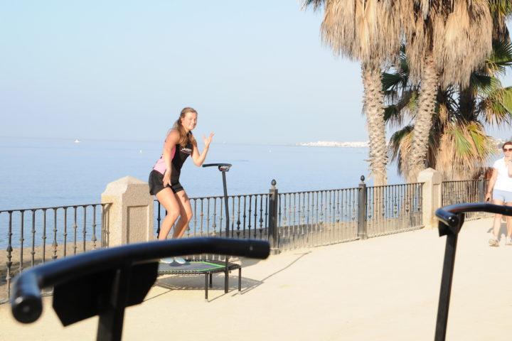 Jumping Fitness an der Promenade von Marbella