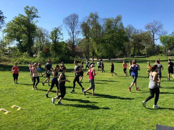 Fitnessreise in Düsseldorf. Bootcamp im Hofgarten