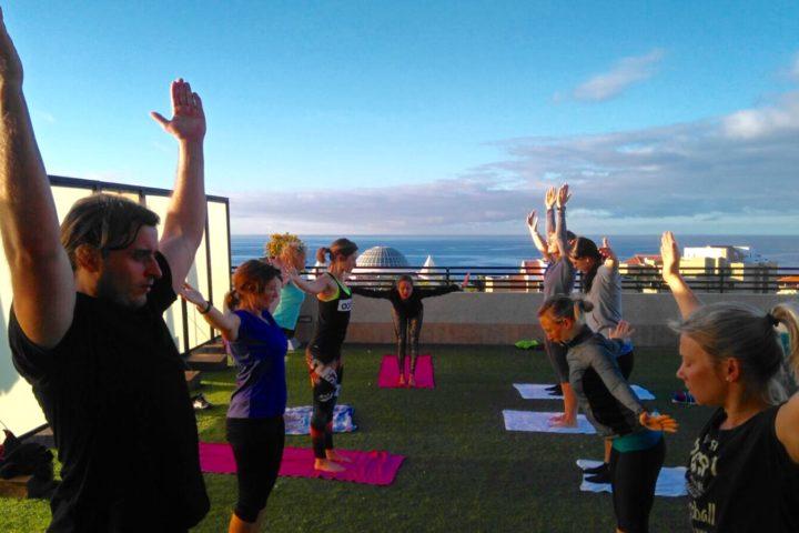 Yoga auf dem Hoteldach
