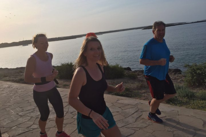 Joggingeinheiten an der langen Promenade