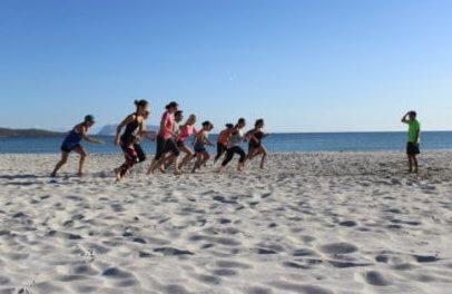 Super Aufwärmeinheit - am Strand macht der Sporturlaub gleich doppelt so viel Spaß