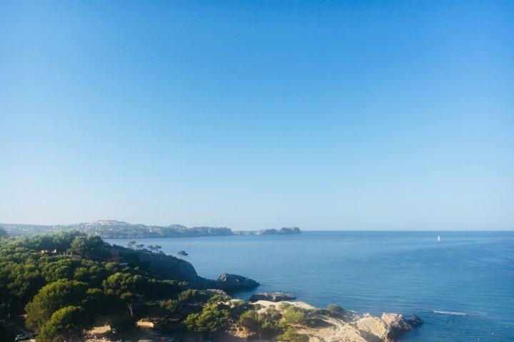Ausblick auf eine kleine Bucht von Paguera