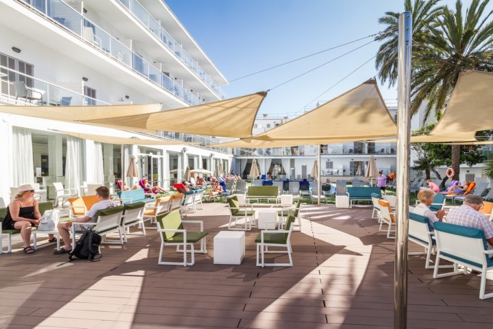 Poolbereich Eix Hotel