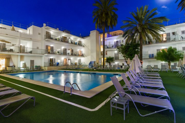 Eix Hotel Alcudia bei Nacht