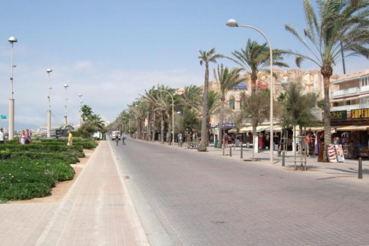 Promenade mit vielen Einkaufsmöglichkeiten