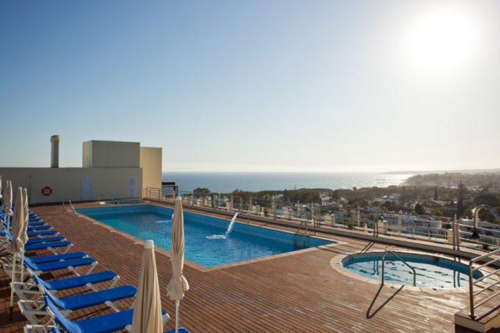 Dachterrasse Poolbereich Hotel Senator Spa Marbella
