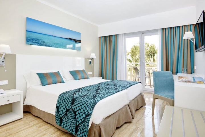 Die Zimmer im Hotel Lido Park sind modern und hell eingerichtet.