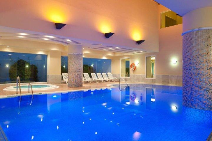 Indoor Pool im Fuerte Hotel